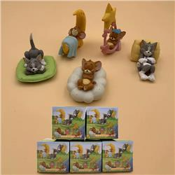 Tom and Jerry a set of five Boxed Figure Decoration Model 6X6X6CM 120G